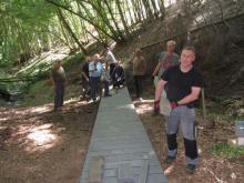 Neubau des Steges unterhalb der Grillhütte Altstrimmig